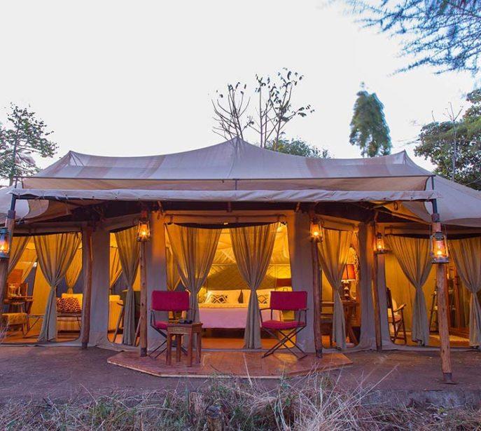 ehlane-plains-camp-gallery-nasikia-camps-game-drives-tours-tanzania-safaris-africa-camp-exterior-lights